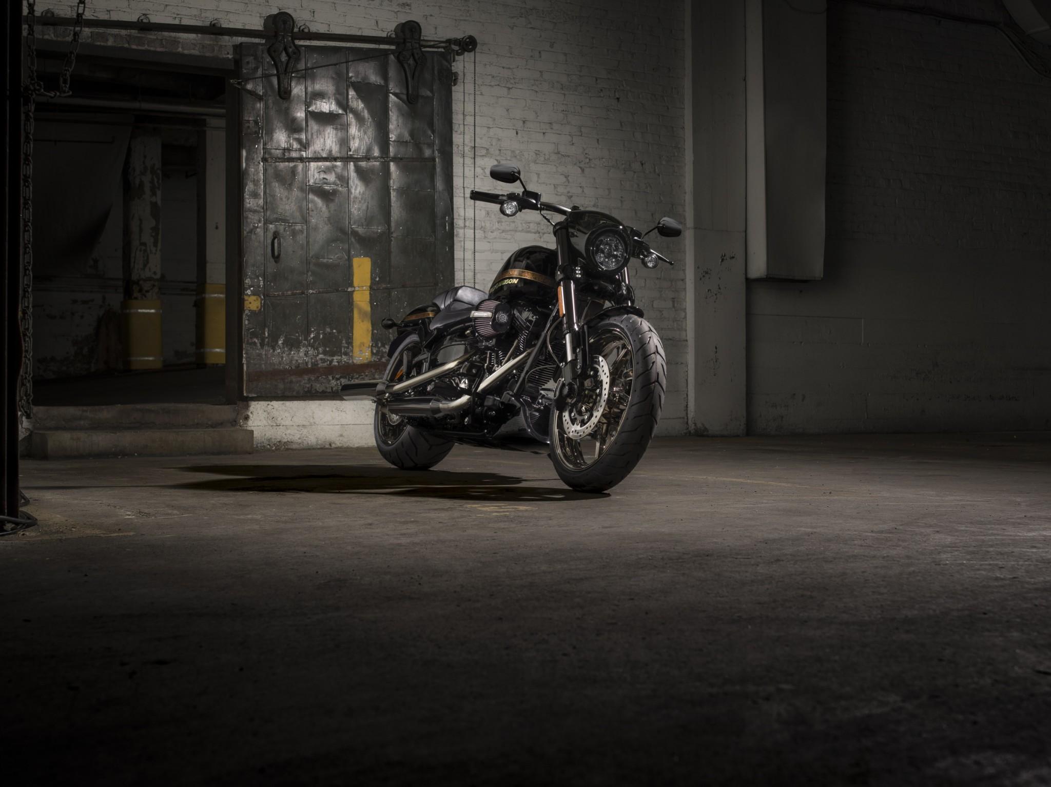 Uma moto com personalidade dark