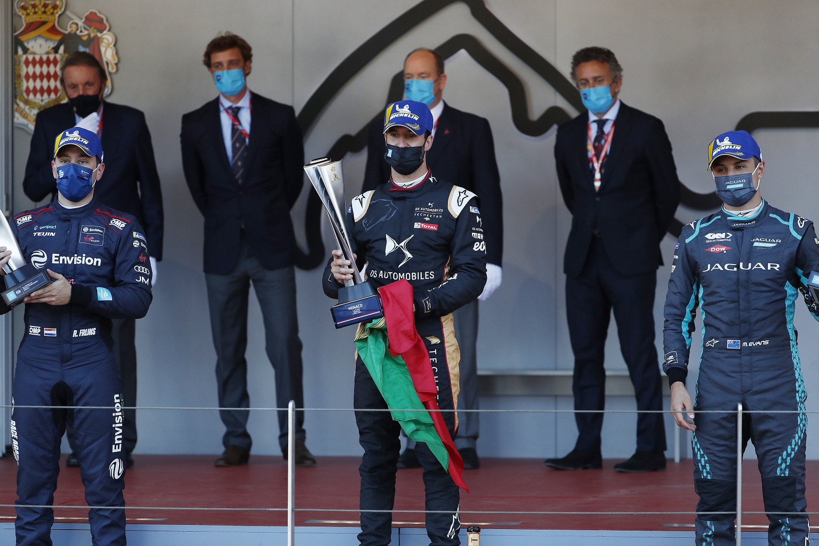 António Félix da Costa no pódio e vencedor